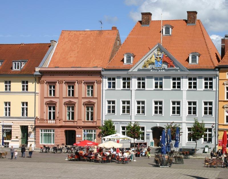 Stralsund essen trinken feiern caf s caf am markt for Kuchen stralsund